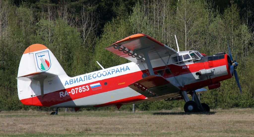 Northwest_Air_Base_(Avialesookhrana)_Antonov_(PZL-Mielec)_An-2_Dvurekov-4