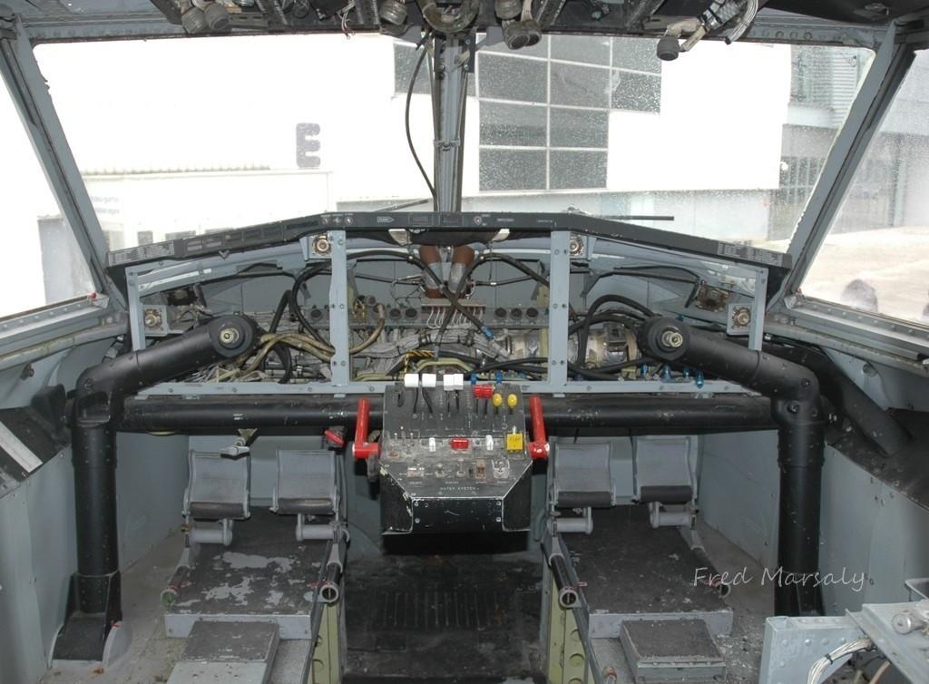 Cockpit P23 MAE