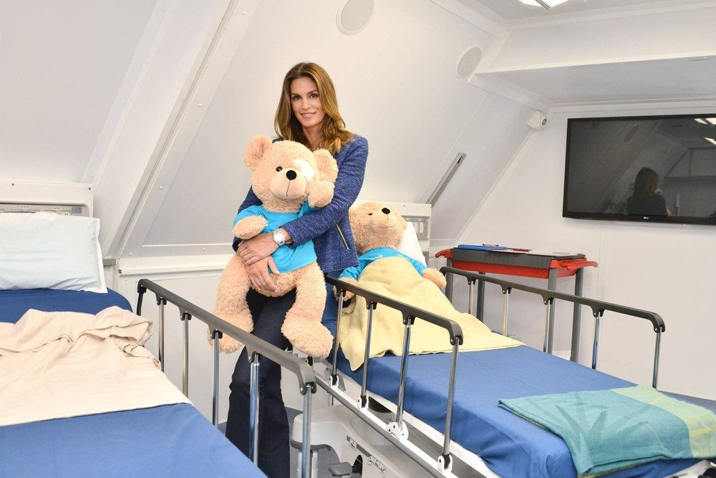 MD-10 Orbis Cindy Crawford and nounours (Orbis) 1024